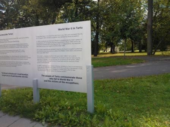 Росделегации в Эстонии «ослепли» при возложении цветов к могилам героев