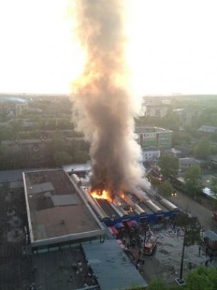 В подмосковном Королеве горит торгово-ярмарочный комплекс