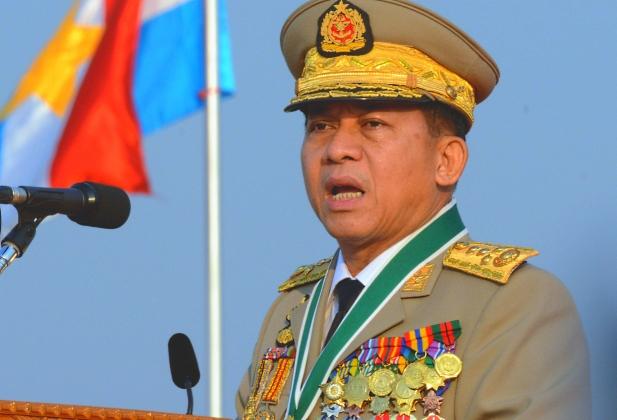 Главком ВС Мьянмы поздравил в Таиланде приемного отца с 95-летием
