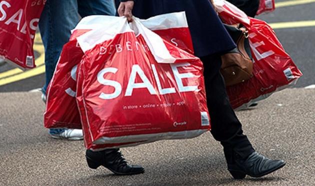 64% жителей России сократили покупки дорогостоящих товаров: опрос