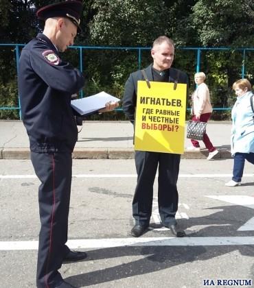 Игорь Моляков. За порядком следят полицейские