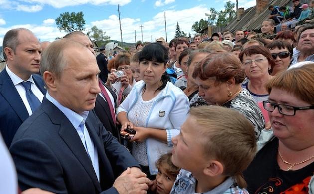 Владимир Путин во время визита в Хакасию в июне 2015 года. Фото: kremlin.ru