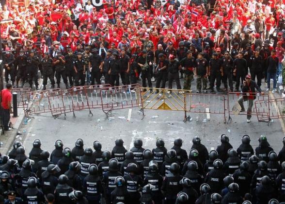 Демонстранты в Таиланде. Иллюстрация: livetradingnews.com