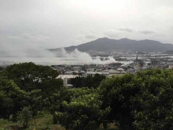 Взрывы на заводе в городе Китакюсю.