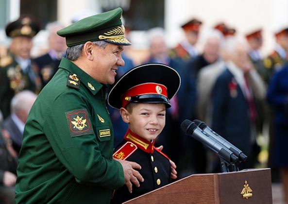 Шойгу призвал суворовцев не бояться трудностей и учиться побеждать
