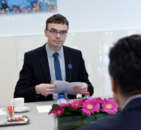 Министр обороны Эстонии не увольняет подчиненных, оскорбляющих беженцев