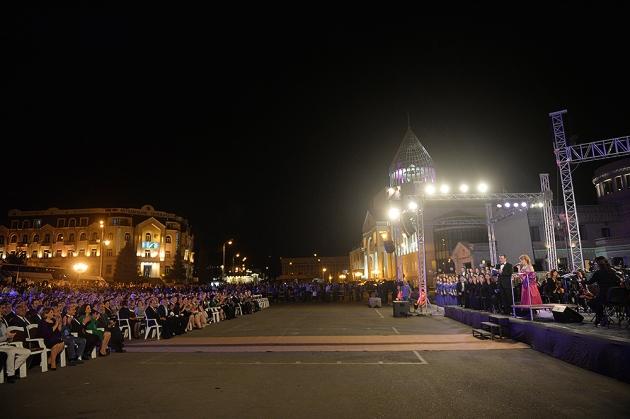 Мероприятия, посвященные 24-летию провозглашения Нагорно-Карабахской Республики в Степанакерте. © Пресс-служба президента Армении.