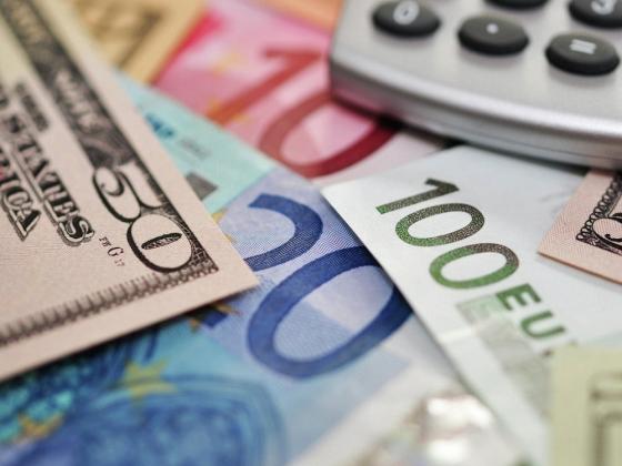 Официальный курс евро снова превысил 75 рублей