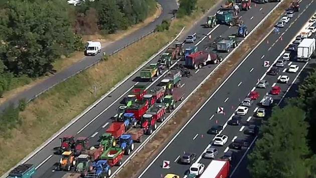 Французские фермеры намерены парализовать движение в Париже