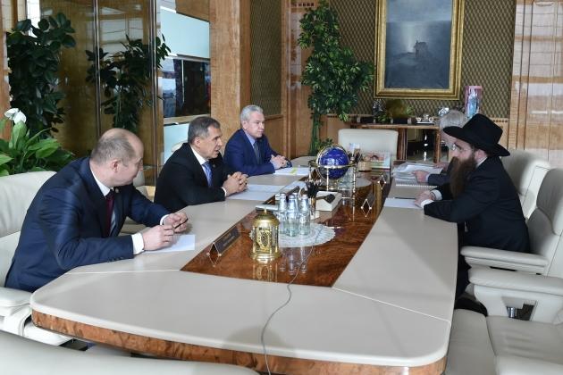 Президент Татарстана Рустам Минниханов и главный раввин Казани и Татарстана Ицхак Горелик.