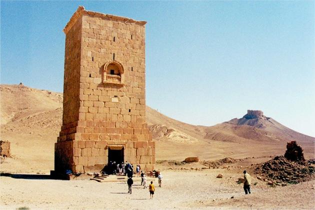 Одна из погребальных башен в Пальмире.