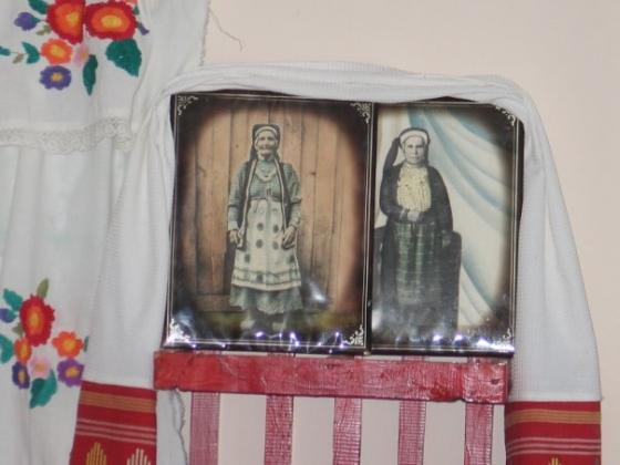 Реликвии семьи Николая Кузнецова: прабабушка Елена и прапрабабушка Ольга в национальных костюмах