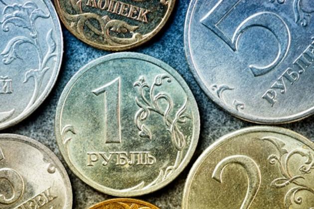 Рубль незначительно корректируется к доллару и евро— данные торгов