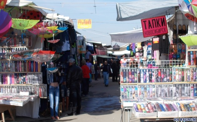 Власти считают Гусинобродский рынок «пережитком прошлого», но все никак не могут с ним расстаться. Фото ИА REGNUM