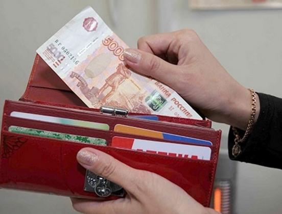 Чуть более 93 тысяч рублей зарабатывают чиновники в Архангельской области