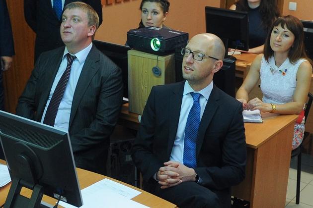 Яценюк увидел стабилизацию украинской финансовой системы