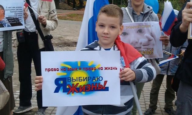 В Казани требовали обучать русскому как родному и единого учебника истории