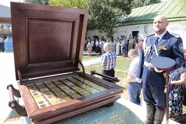 В Ростовский кафедральный собор переданы вновь обретённые святыни