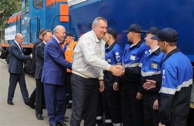 Вице-премьер РФ Дмитрий Рогозин во время отправления спецэшелона с ракетой «Союз-2» в Самаре. Иллюстрация www.samregion.ru