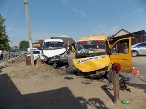 Столкновение двух маршруток в Астрахани фото: 30.mvd.ru