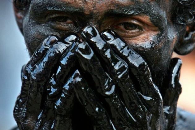 Нефть подешевела почти на 4%