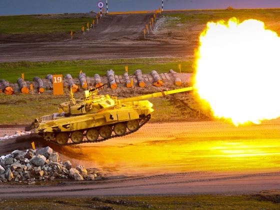 Т-90С на демонстрационном заезде.