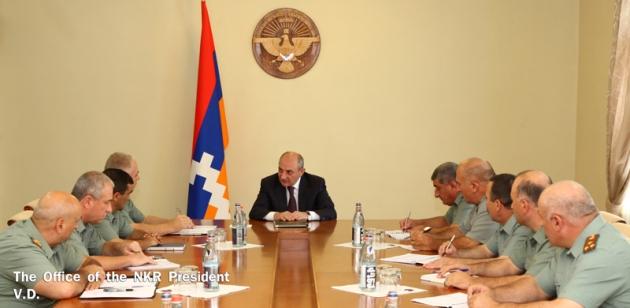 Бако Саакян встретился с высшим командным составом Карабахской армии