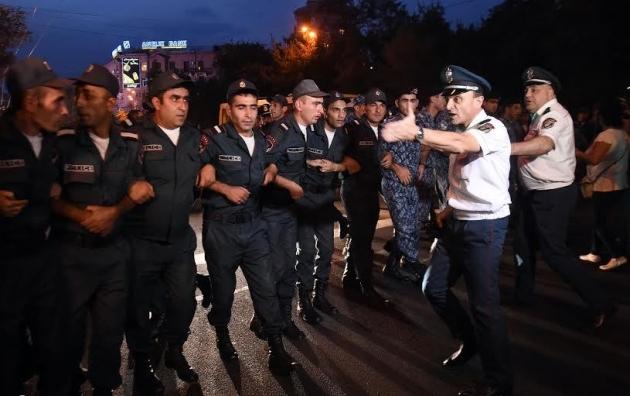 Полиция в Ереване. Фото: Photolure