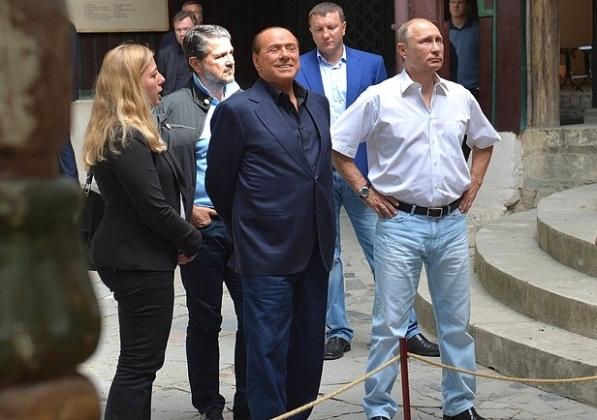 Путин и Берлускони посетили Ханский дворец в Бахчисарае