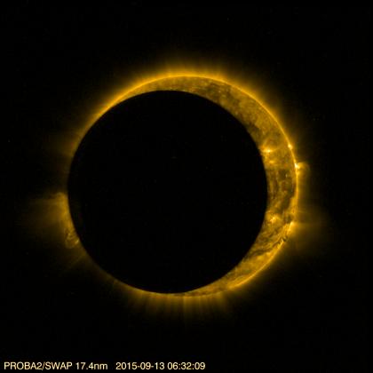 Космический зонд сделал снимки лунного затмения Солнца