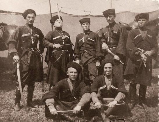 Русские казаки в Персии. Иллюстрация: cs624219.vk.me