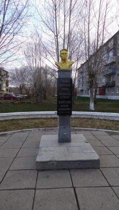Памятник герой Советского Союза В.Маргелову. Омск.