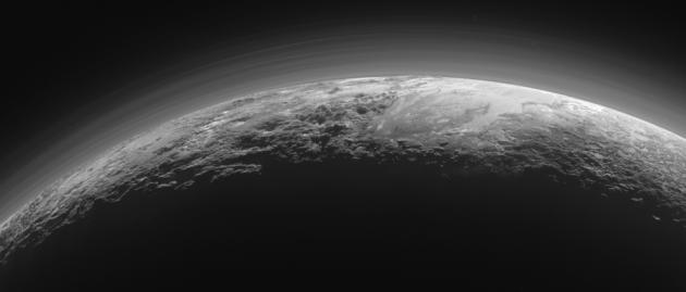 NASA опубликовало снимки поверхности Плутона