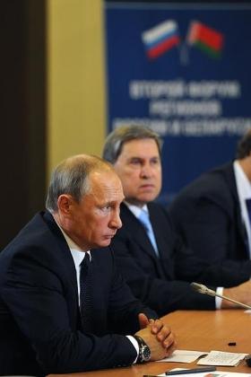 Путин пожелал Лукашенко победы на выборах