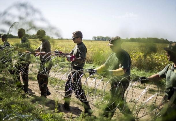 Венгрия отгораживается от Хорватии вторым слоем колючей проволоки