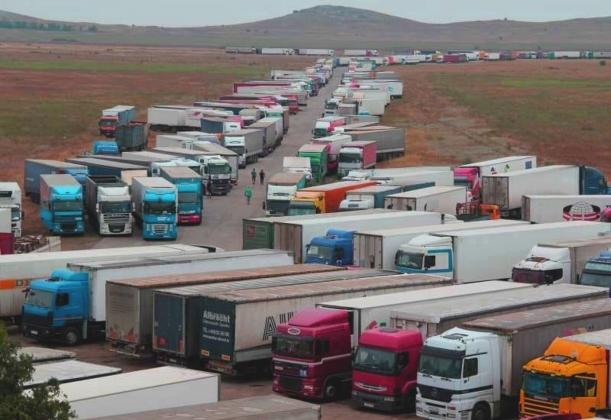 Зреет бунт: Украинские водители возмущены блокировкой границы с Крымом