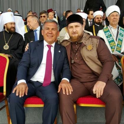 Кадыров сделал селфи на открытии Соборной мечети