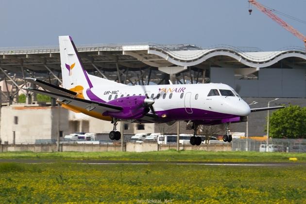 Самолет Yanair.