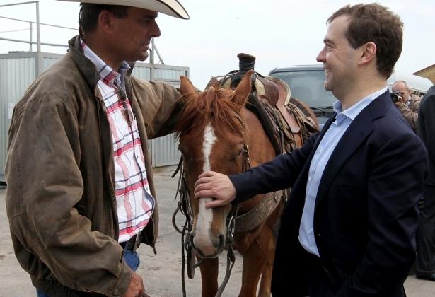 Дмитрий Медведев на ферме.