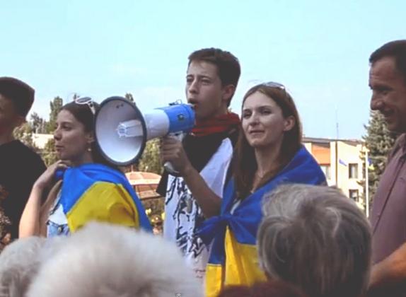 В Славянске звучат призывы резать «москалей».