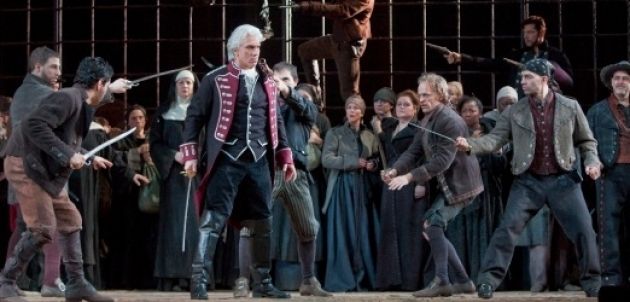 Сцена из «Трубадура» в постановке Метрополитен-опера.
