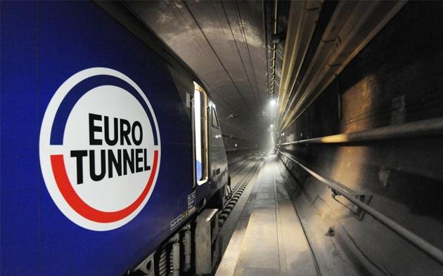 Франция: штурм туннеля в Британию