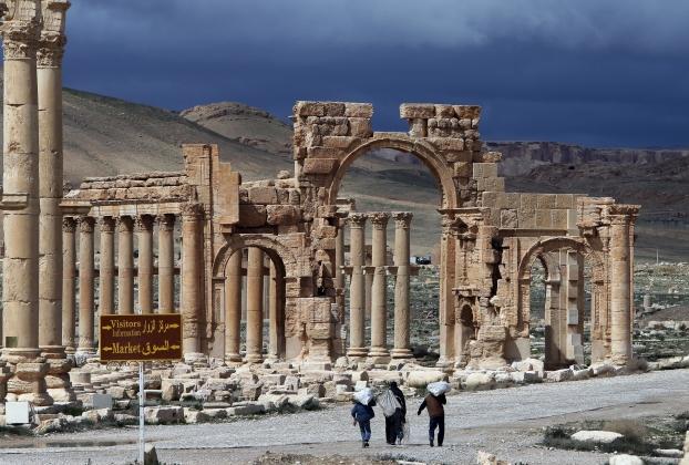 Террористы ИГ уничтожили Триумфальную арку в Пальмире
