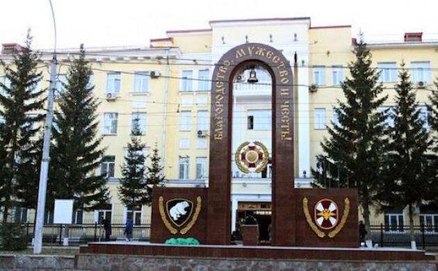 Монумент у здания Сибирского регионального командования внутренних войск МВД. Фото: twitter.com