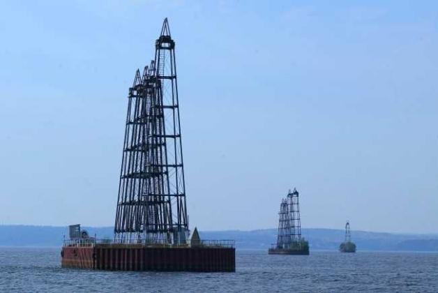 Морская нефтяная платформа.