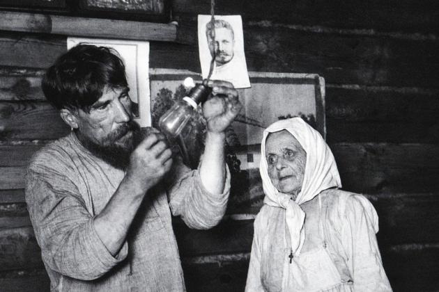 Аркадий Самойлович Шайхет. Лампочка Ильича. Шатура дала ток (село Ботино, декабрь 1925)