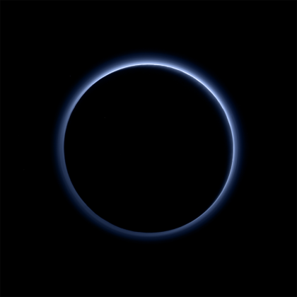 New Horizons запечатлел на Плутоне голубое небо и лёд красного цвета
