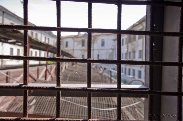 Тюремная решетка.