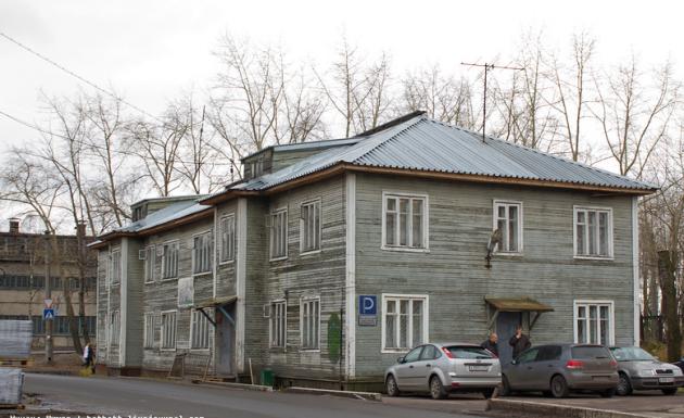 Здание архангельского военкомата.