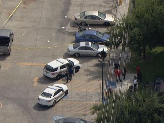 Полиция ищет стрелявшего в южном университете в Хьюстоне, где два человека были застрелены пятницу, 9 октября 2015.